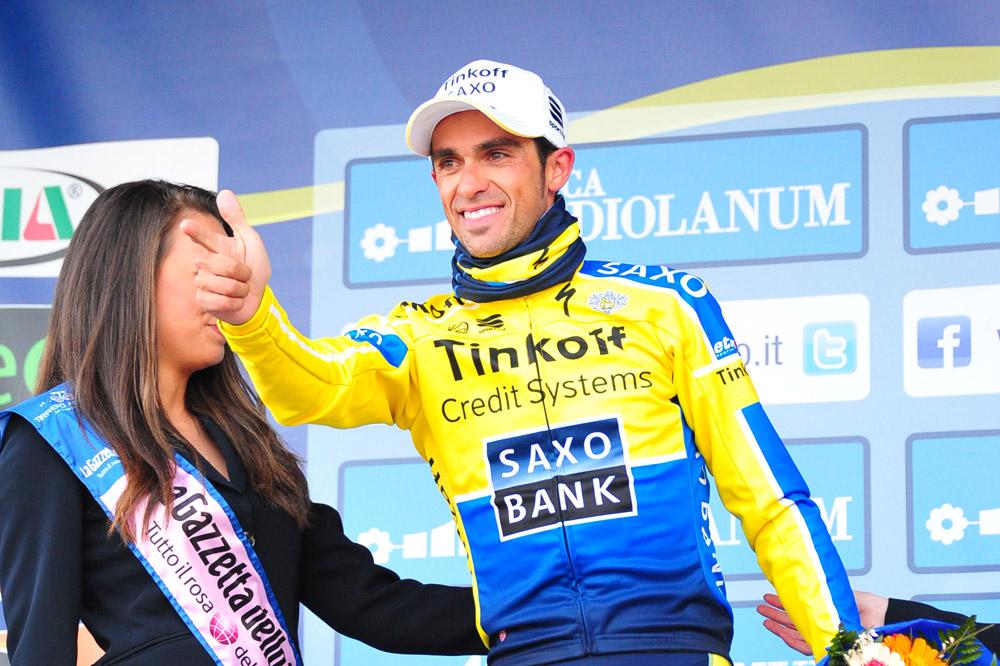 Alberto Contador radieux sur le podium