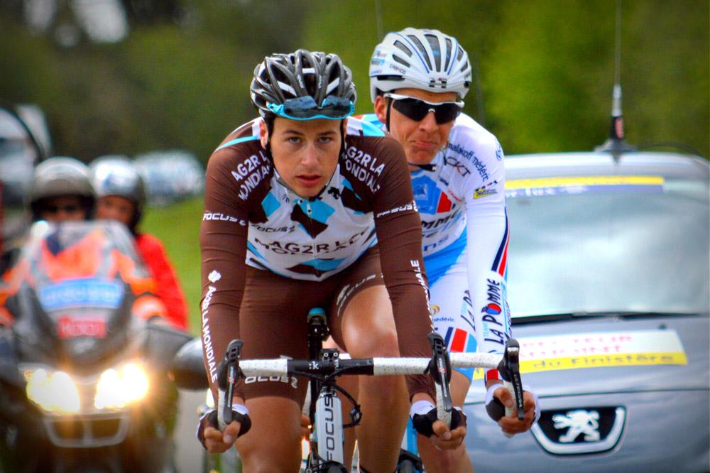 Alexis Gougeard mène l'échappée devant Clément Saint-Martin