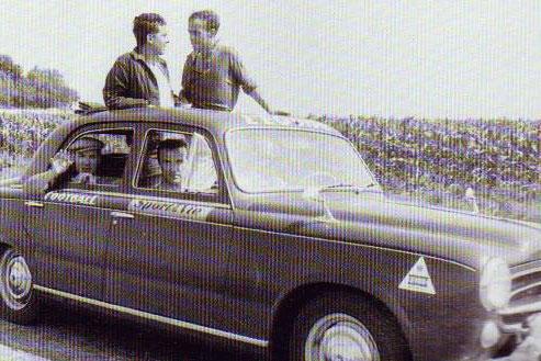 Antoine Blondin, à droite, à bord de la voiture 101