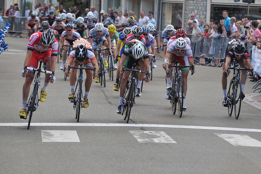 Benoit Daeninck règle le sprint du peloton