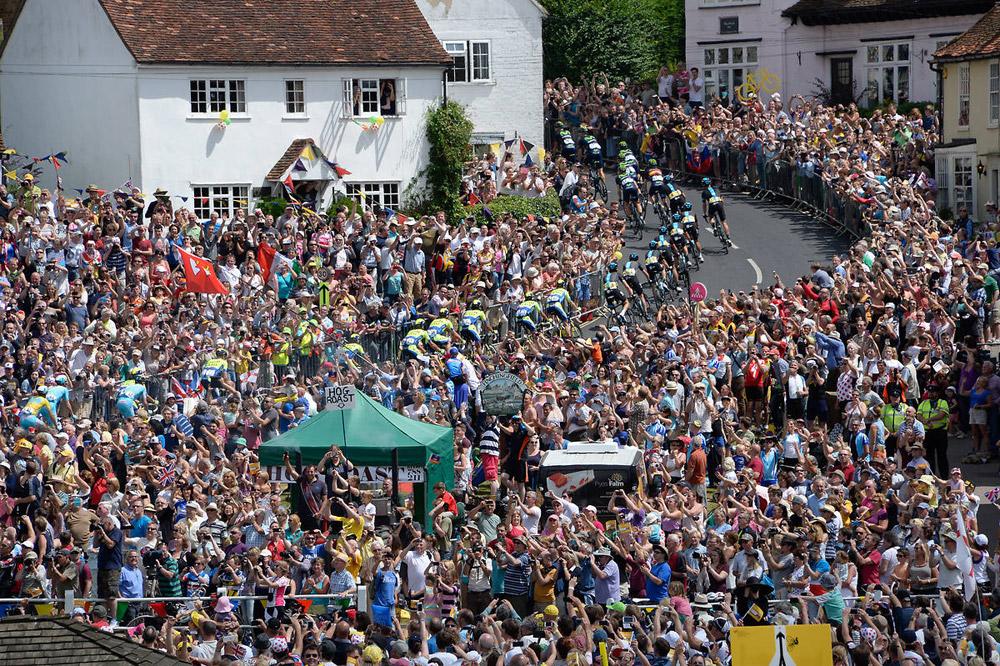 Une foule impressionnante accueille le Tour en Angleterre
