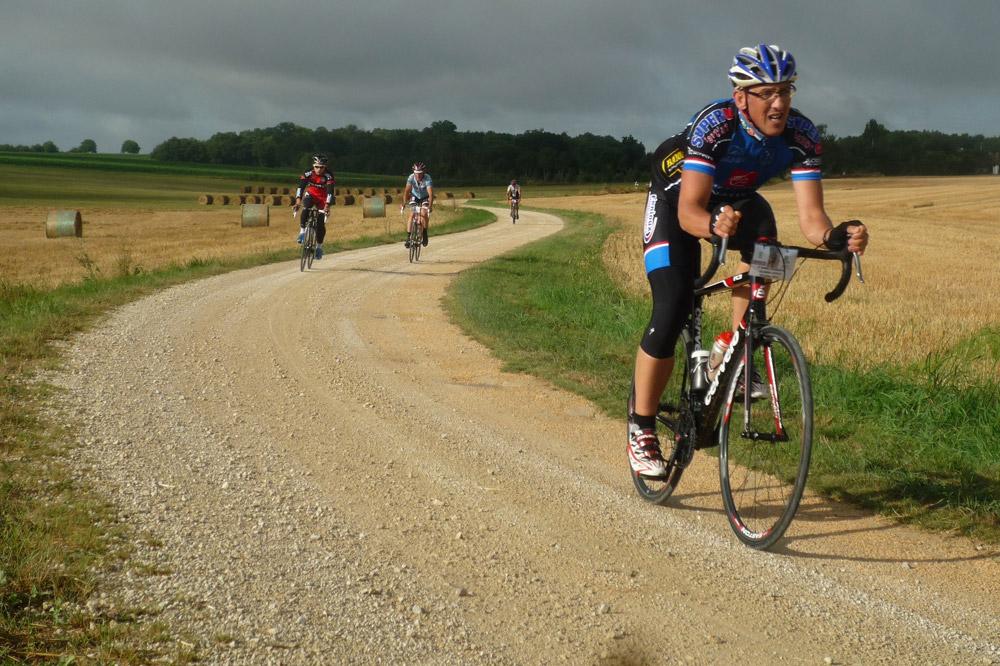 Des virages à travers les champs sur la Nord Charente Classic Cyclo