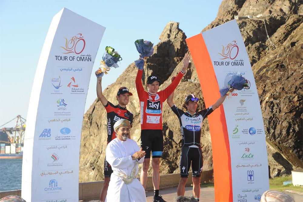Chris Froome trône sur le podium du Tour d'Oman