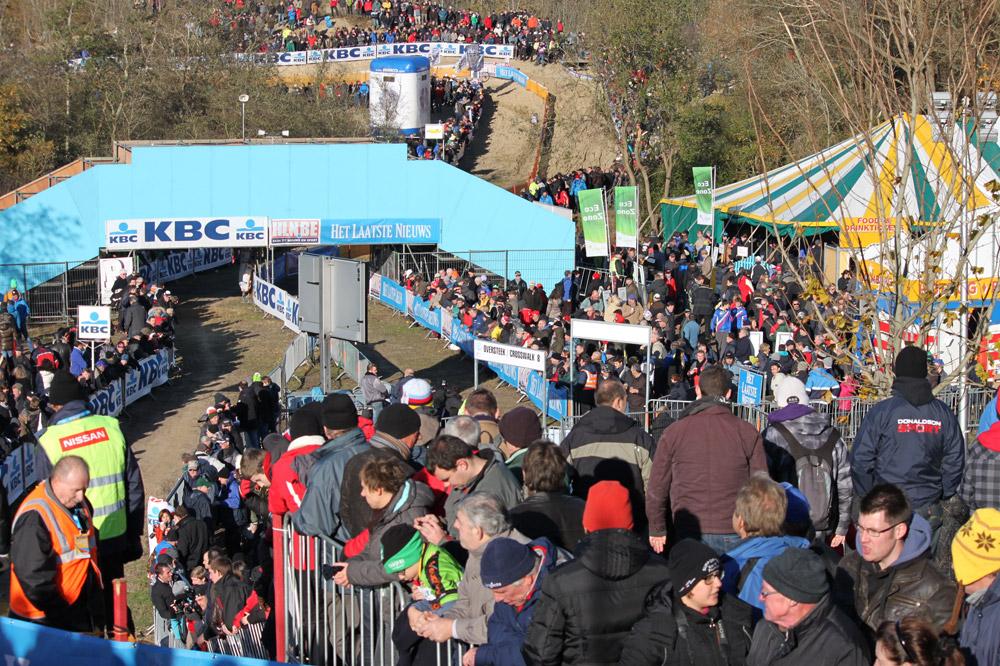 Le public présent en masse sur le circuit de Coxyde