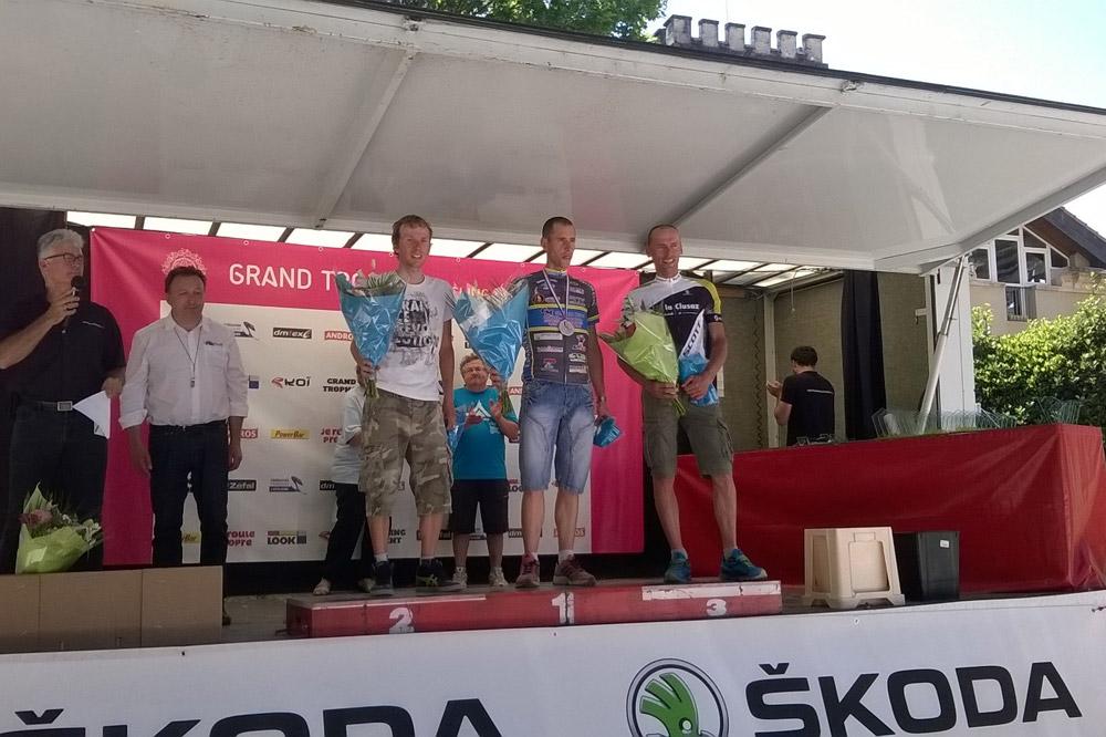 Le podium du scratch de la Granfondo Mont Ventoux