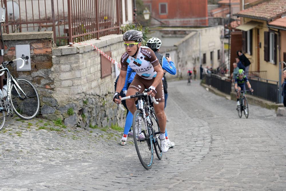 Dans les ruelles pavées de Campi di Annibale, Domenico Pozzovivo se détache avec Alejandro Valverde