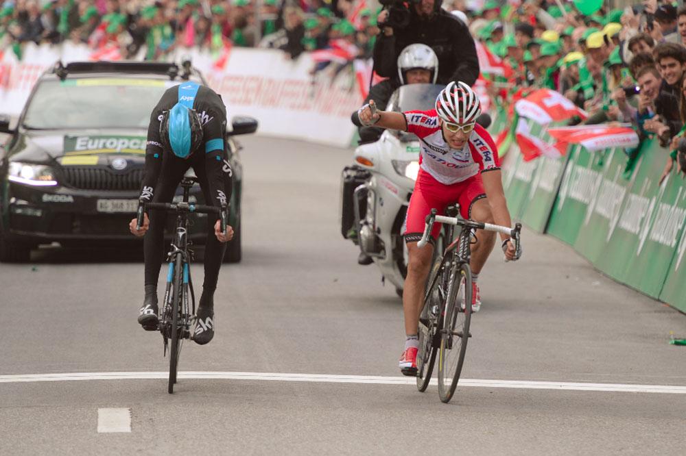 Simon Spilak gagne son sprint face à Chris Froome