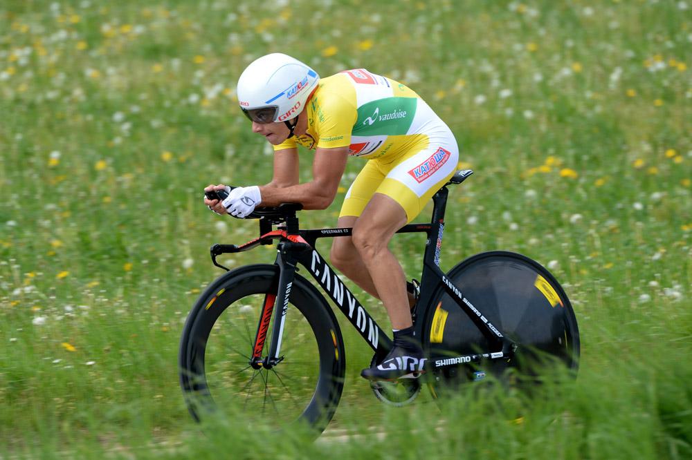 Simon Spilak défend son maillot jaune comme il le peut