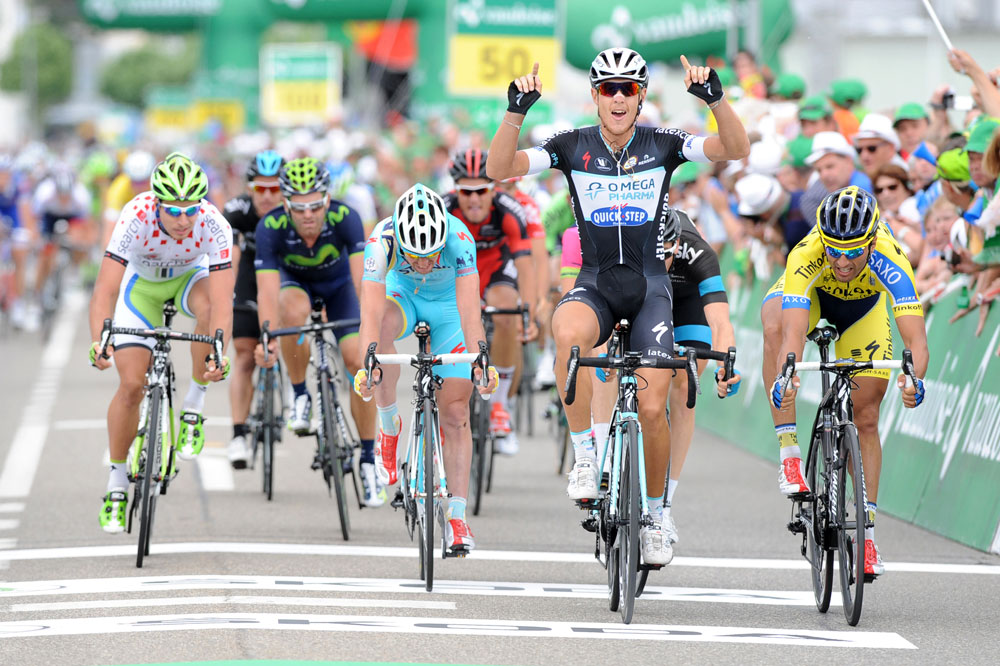 Matteo Trentin bat le peloton au sprint