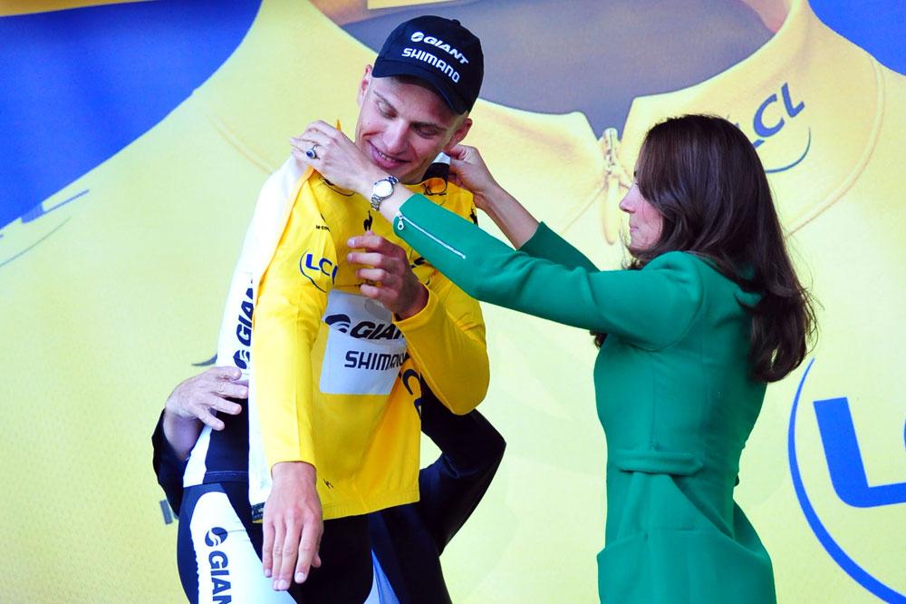 Marcel Kittel reçoit de la Duchesse de Cambridge le premier maillot jaune
