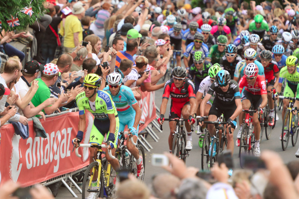Alberto Contador force l'allure