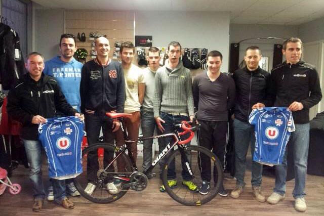 Le Team U Anjou 49 reçoit ses vélos