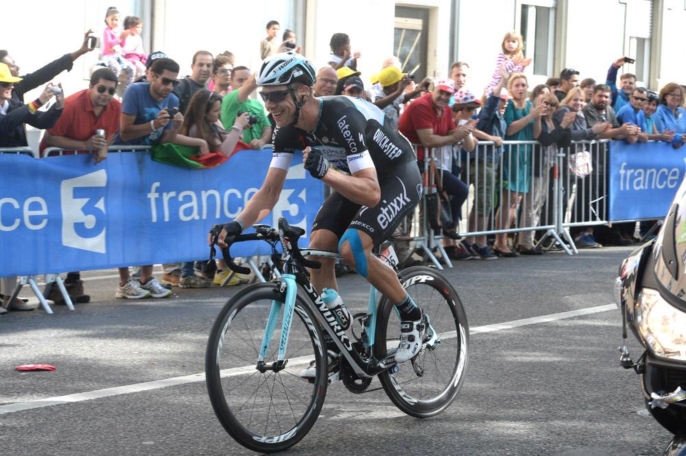 Tony Martin le poing serré avant de passer la ligne à Mulhouse