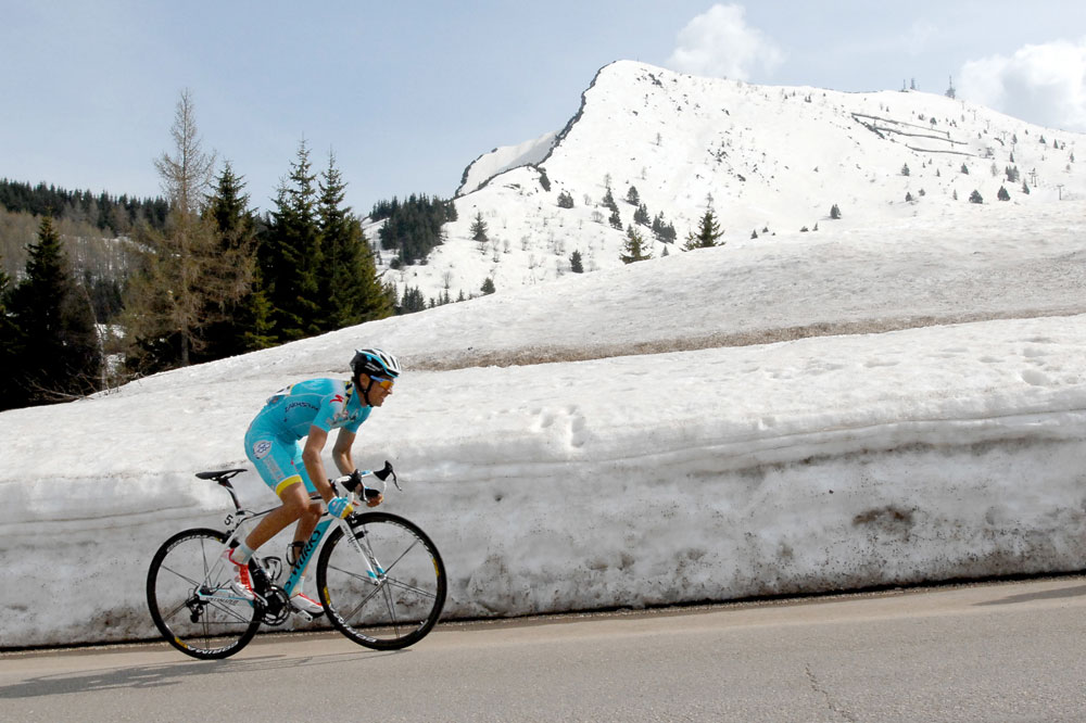 Mikel Landa file vers la victoire dans le Monte Bondone