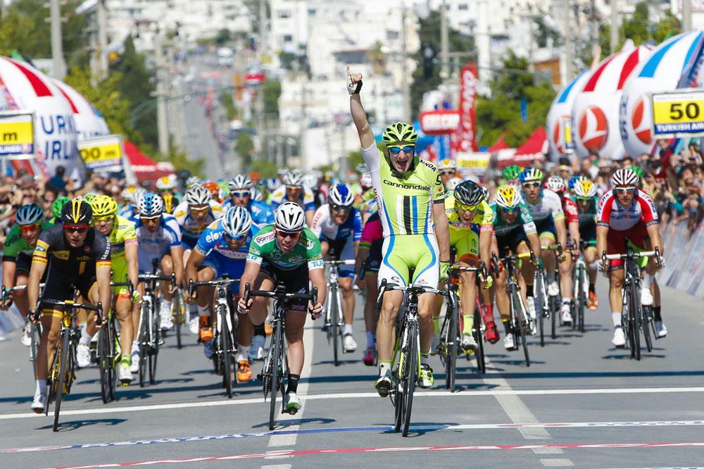 Elia Viviani s'offre Mark Cavendish au sprint