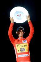 Alberto Contador soulève le trophée destiné au vainqueur de la Vuelta