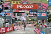 Rigoberto Uran coupe la ligne avec le meilleur temps
