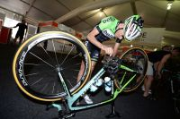 Robert Gesink règle lui-même son vélo