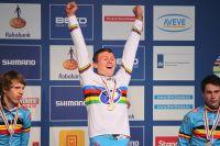 Thijs Aerts revêt le maillot arc-en-ciel