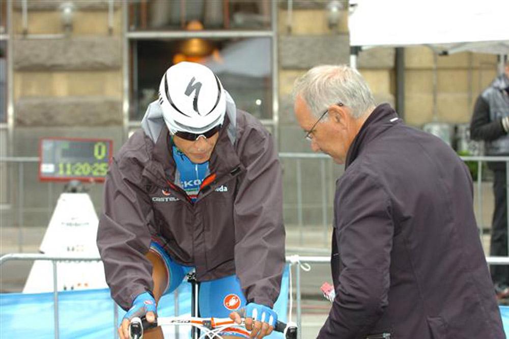 Davide Martinelli prend conseil auprès de son père Giuseppe