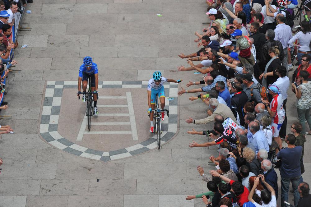 Fabio Aru soutenu par le public italien