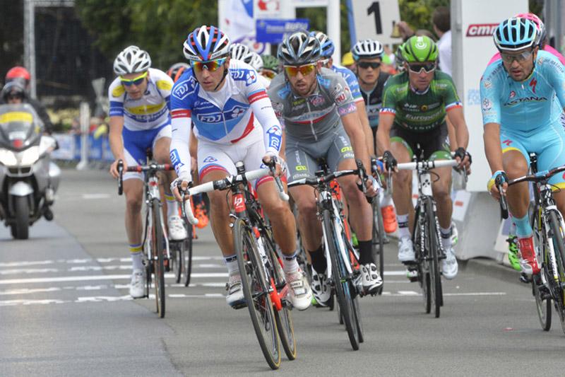 Francis Mourey s'active en tête de course