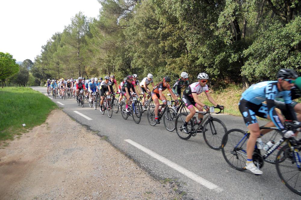 Le peloton de la Provençale-Sainte-Victoire