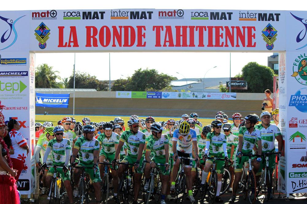 Le départ de la Ronde Tahitienne sur le vélodrome de Pirae