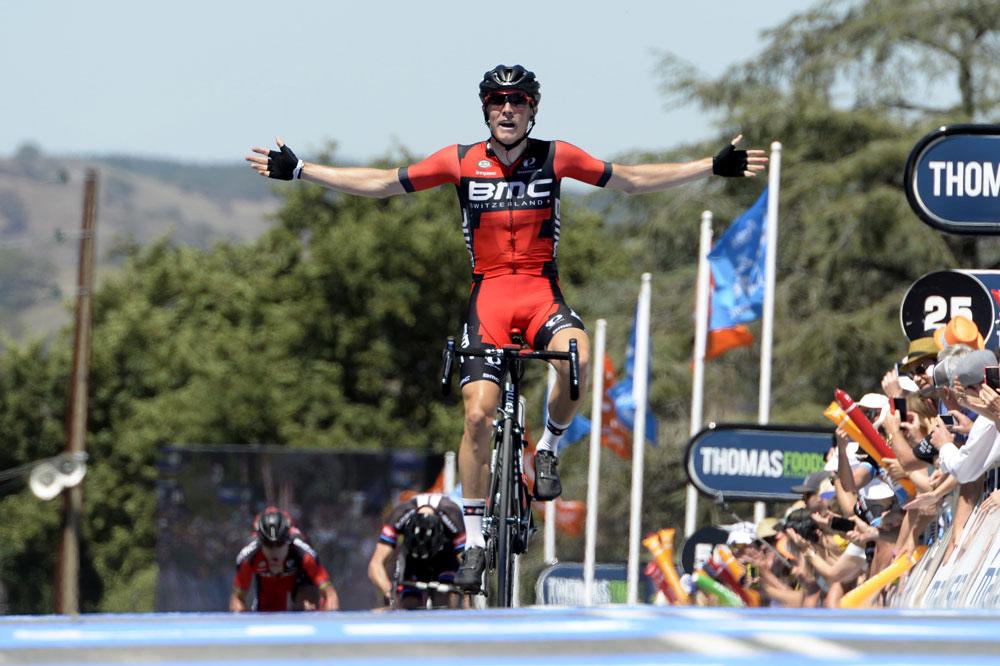 Rohan Dennis vole vers la victoire d'étape