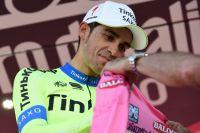 Alberto Contador endosse un nouveau maillot rose