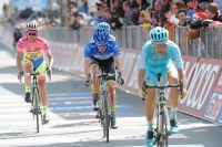 Alberto Contador cède du temps mais pas son maillot.