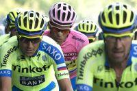 Alberto Contador protégé par sa garde rapprochée
