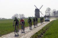 L'équipe Cannondale-Garmin autour de Sébastian Langeveld