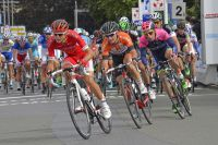 Les équipes Cofidis et Roubaix Lille Métropole tentent de ramener le peloton sur l'échappée