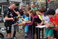 Chris Froome accorde du temps à ses fans