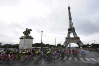 La Tour Eiffel est en vue pour les coureurs !