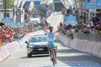 Fabio Aru remporte l'étape reine du Giro.