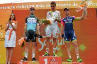 Fernando Gaviria surprend Mark Cavendish et Sacha Modolo