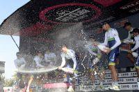 Orica-GreenEdge célèbre sa victoire dans le chrono par équipes du Giro