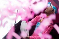 Fabio Aru nouveau porteur du maillot rose