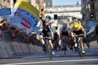 Elia Viviani gagne sa première étape du Giro