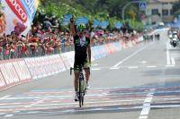 Davide Formolo vainqueur sous le regard de ses poursuivants