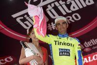 Touché à l'épaule gauche, Alberto Contador ne peut enfiler le maillot rose