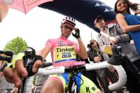 Alberto Contador scruté au départ de la 7ème étape