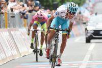 A San Giorgio del Sannio, Fabio Aru grappille 1 seconde à Alberto Contador