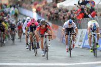 Greg Van Avermaet parvient à résister au retour de Peter Sagan