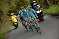 Tanel Kangert et l'équipe Astana provoquent la course
