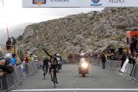 Steve Cummings en conquistador devant Alejandro Valverde