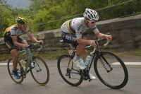 Michal Kwiatkowski file avec Sep Vanmarcke dans la descente du Port de Lers