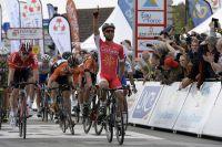 Nacer Bouhanni vainqueur facile à Denain